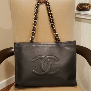 CHANEL CC Logo Lambskin Large Shoulder Tote Bag